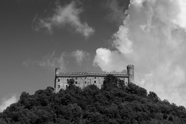 Montalto dora castles piemonte, places monuments.