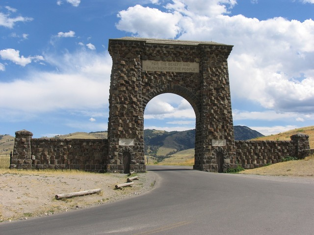 Monument roosevelt gate yellowstone, architecture buildings.