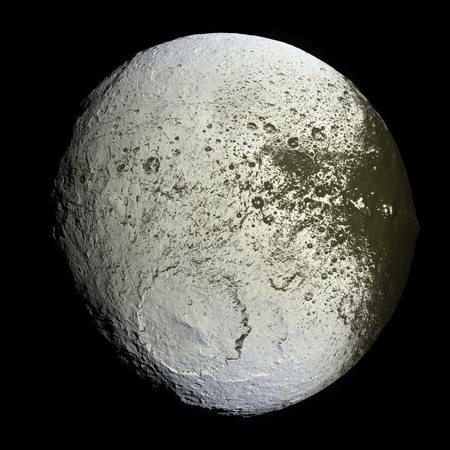 Moon saturn iapetus.