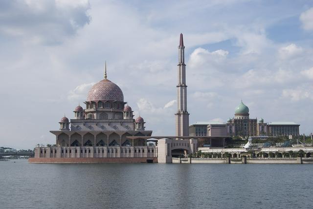 Mosque putra jaya, religion.