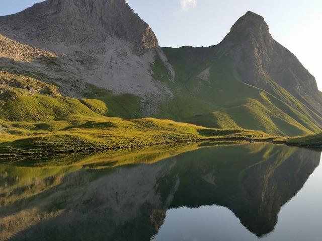 Mountain lake sunshine scenery, nature landscapes.