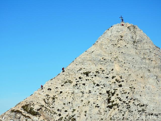 Mountaineering top climbing.