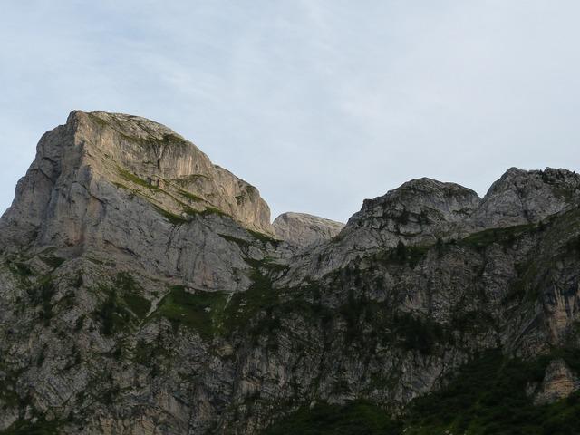 Mountains trueb even.