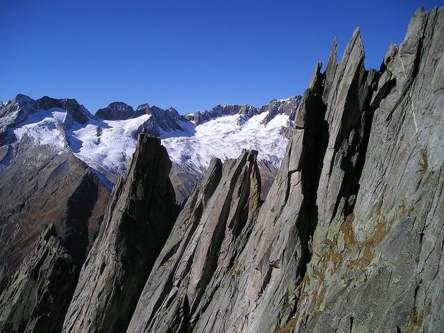 Mountains west ridge salbit.