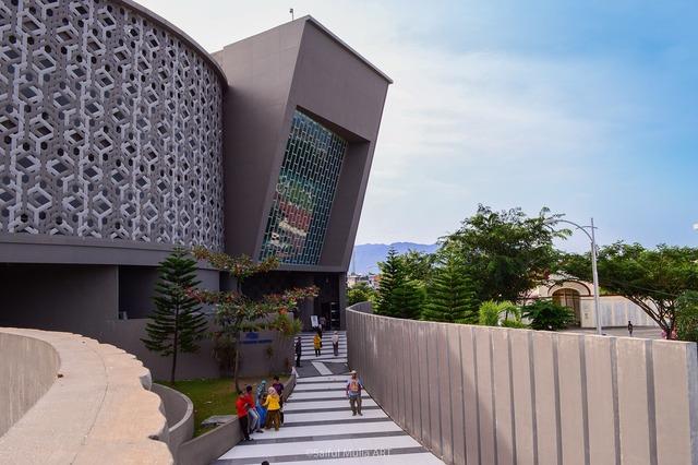 Museum tsunami banda aceh, architecture buildings.