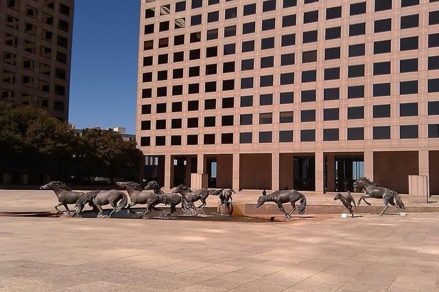 Mustangs sculpture bronze, places monuments.