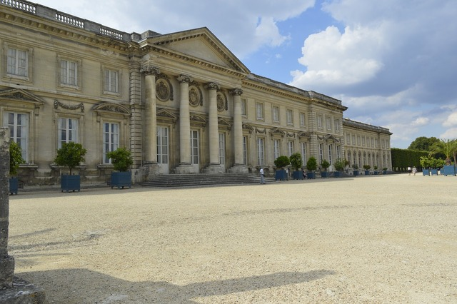 Napoleon statue sculpture, architecture buildings.