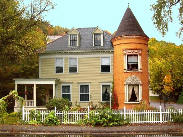 New england vermont colonial, architecture buildings.
