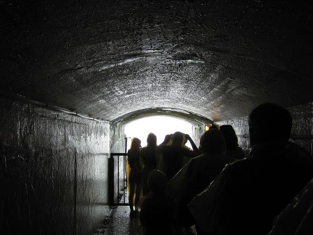 Niagara falls tunnel people, people.