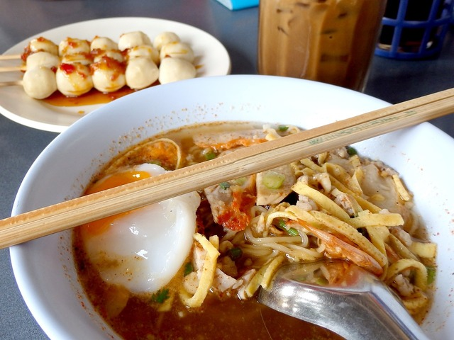 Noodle meat ball foods.