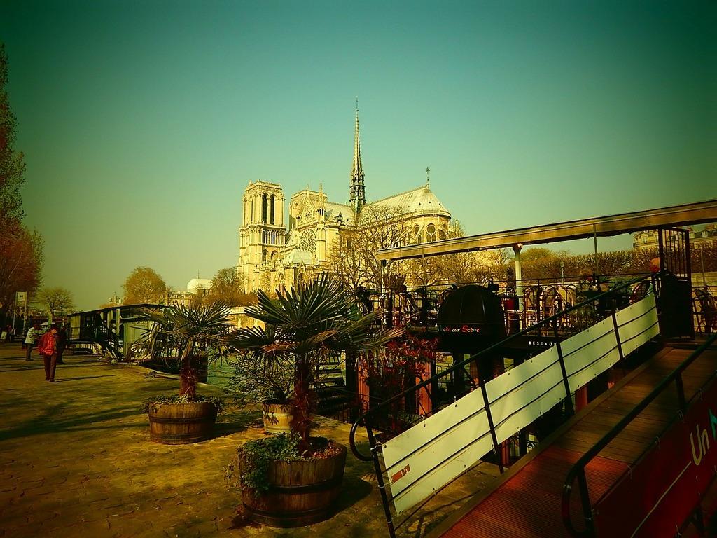 Notre dame cathedral paris, religion.