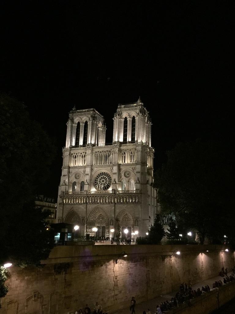 Notre dame paris, religion.