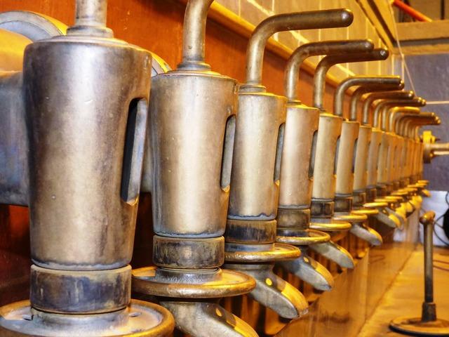 Nozzle pourers machine, science technology.