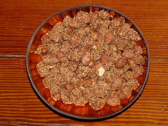 Nuts peanuts shell.