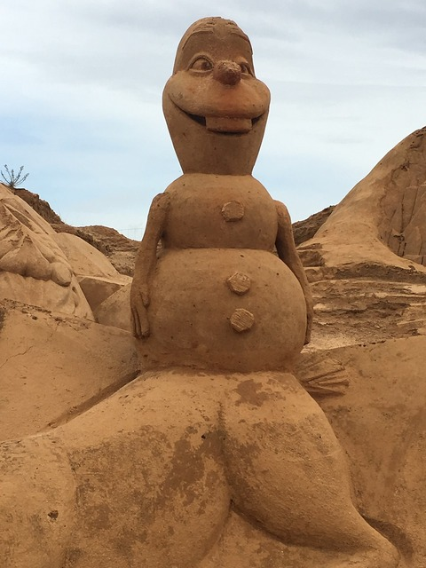 Olaf frozen sand, travel vacation.