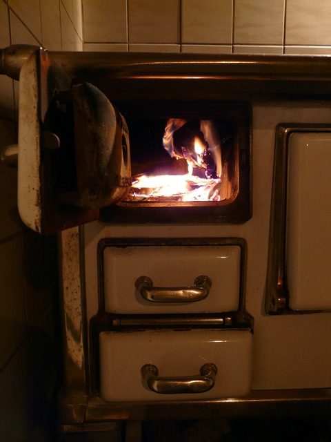 Oven oven slide wood fire.