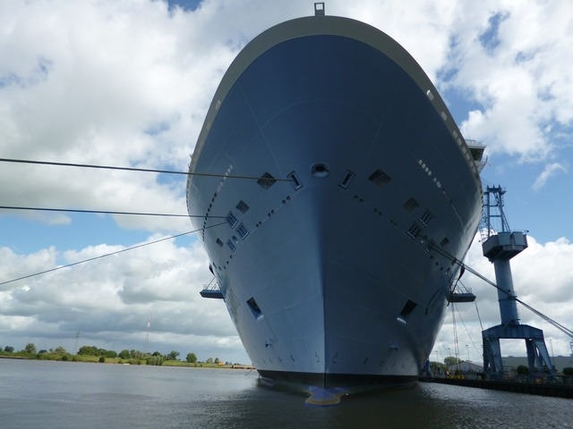 Ozeanriese cruise ship, science technology.