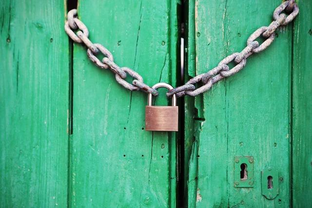 Padlock door locked.