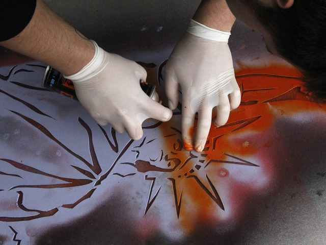 Painting hands trafaret.
