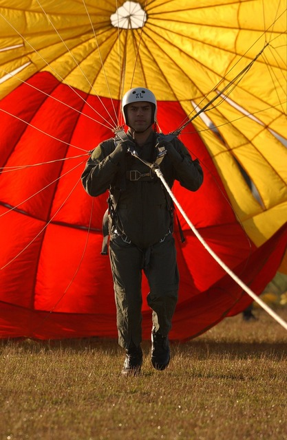 Parachute parachutist parasail, people.