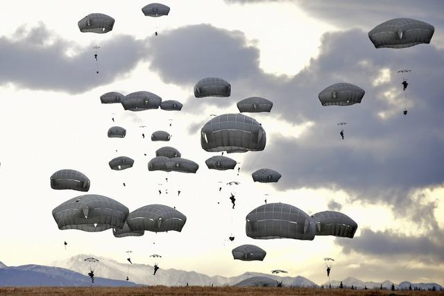 Parachute training parachuting.