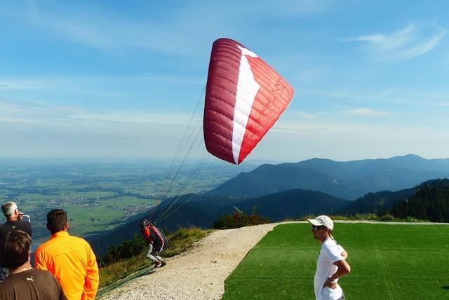 Paraglider start paragliding.