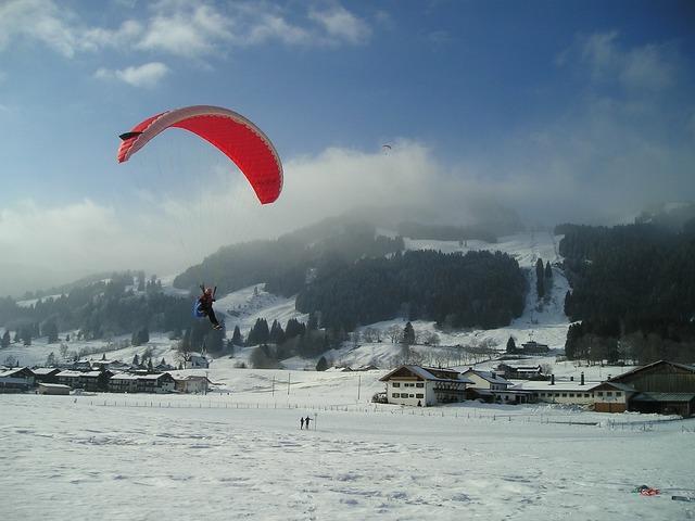 Paragliding fly paraglider.
