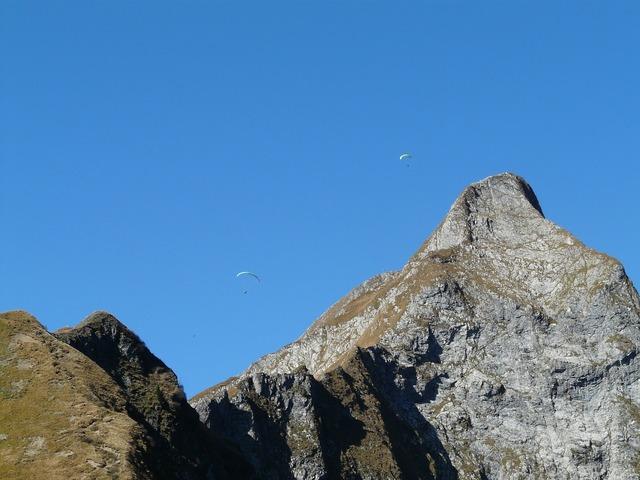 Paragliter höfats summit, nature landscapes.