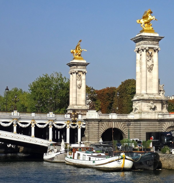 Paris columns bridge, architecture buildings.