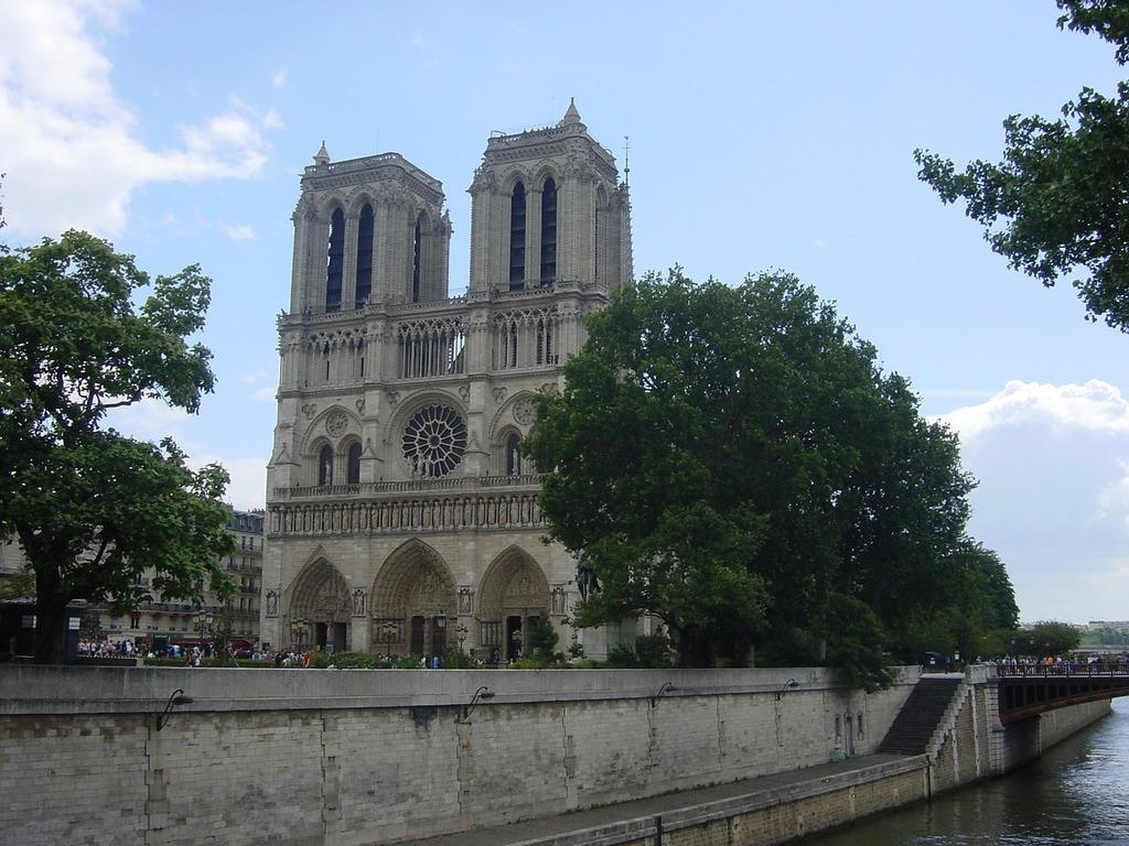 Paris france notre dame.