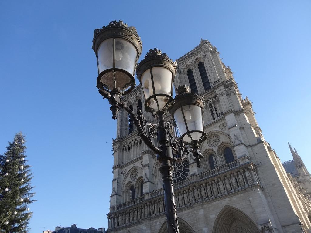 Paris france notre-dame.