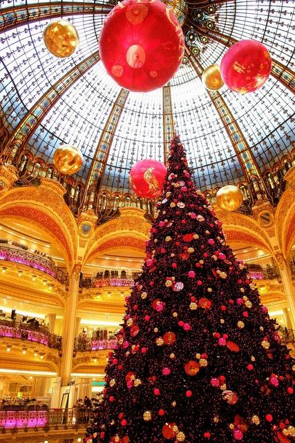 Paris la fayette department store.