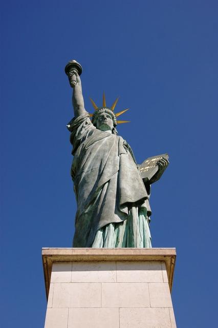 Paris statue of liberty statue.