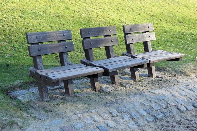 Park bench bank park.