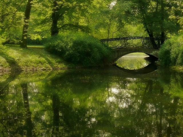 Park green bridge.