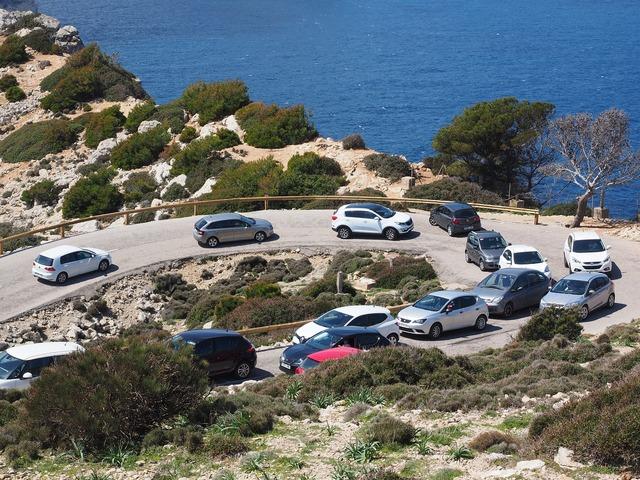 Pass road road autos, transportation traffic.
