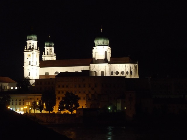 Passau dom church, religion.