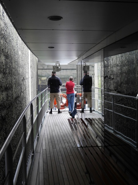 Passenger ship lock gateway, science technology.