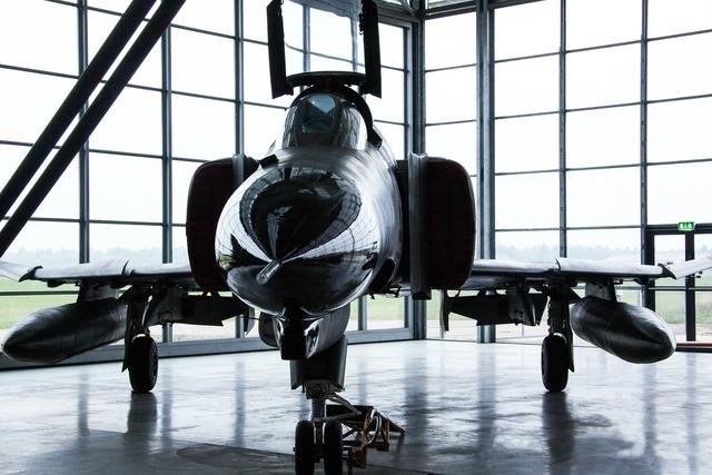 Phantom 2 mcdonnell douglas f4 e.