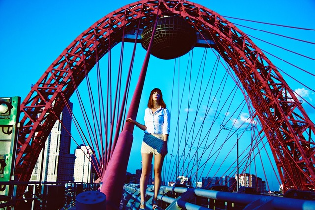 Photo shoot on the picturesque bridge moscow girl, people.