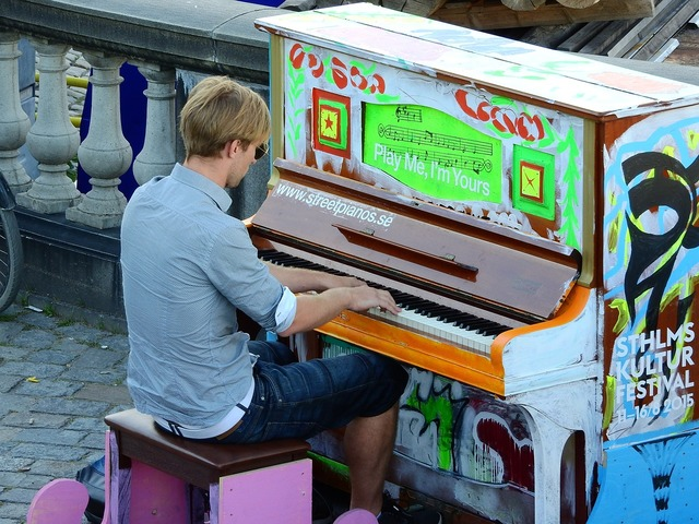 Piano street on the street, transportation traffic.