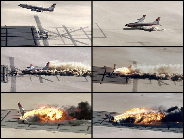 Plane crash crash crash landing.