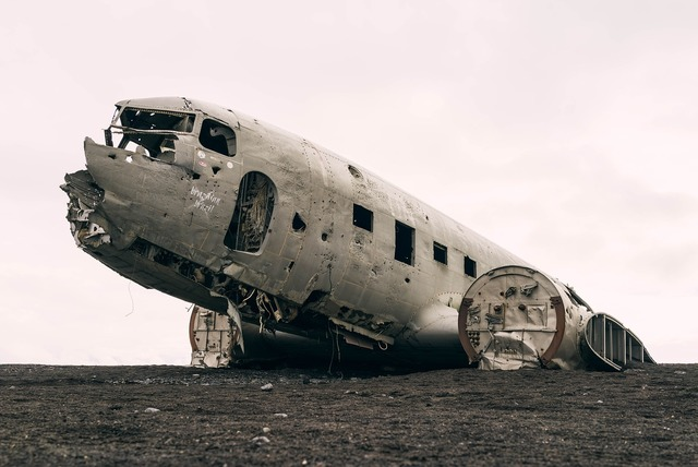 Plane decayed airplane.