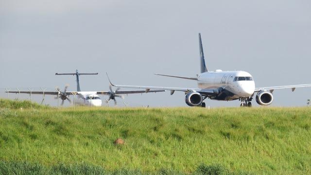 Planes take-off blue.