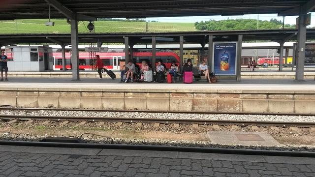 Platform scene würzburg friday afternoon.