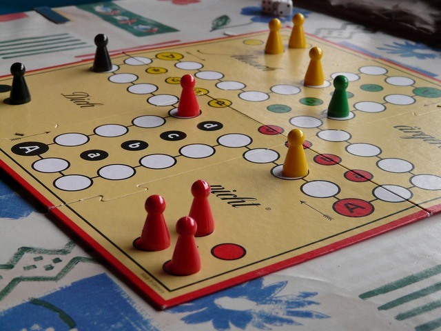 Play parchesi up not cone.