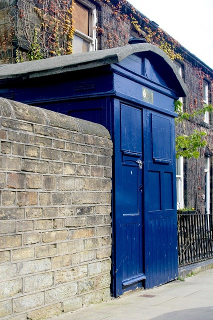 Police box almondbury west yorkshire, places monuments.