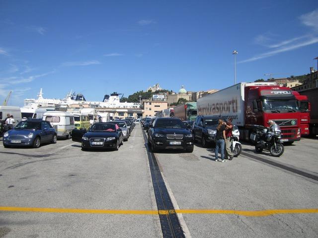 Port ferry autos.