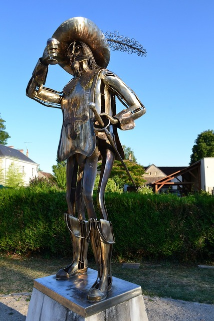 Porthos musketeer statue.