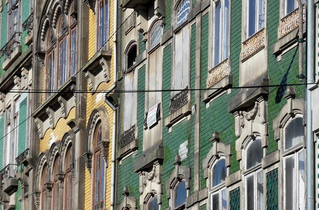Porto facade homes.
